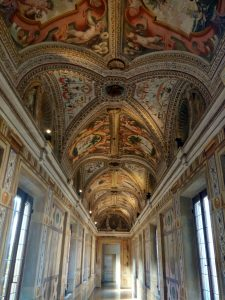Corridoio dei Mori, con decorazioni a stucco degli inizi del Seicento