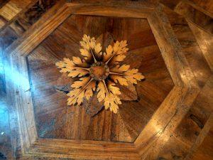 Particolare del pavimento in legno ad intarsio della G.A.M. ospitata a Villa Reale in Via Palestro a Milano