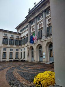 Cortile entrata G.A.M. ospitata a Villa Reale in Via Palestro a Milano