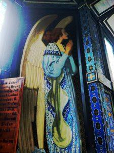 L'angelo stile Secessione sull'altare della Javorca