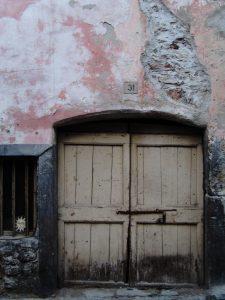 Portone chiuso in Via Stranfora ad Arco