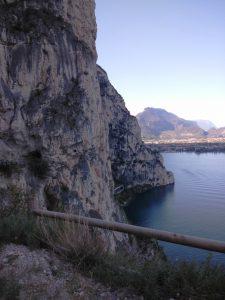 Sentiero del Ponale a strapiombo sul Garda