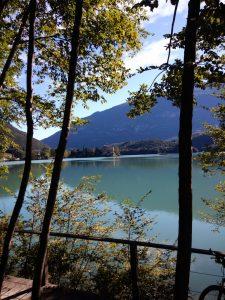 Il lago di Toblino nei pressi di Sarche