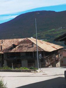 Casa tipica con ballatoi a Stumiaga