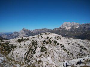 Col delle Erbe e dietro Il Montasio il Monte Zabus e il Cimone