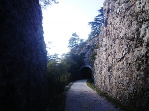 Falesia e galleria della ciclopedonale Cottur