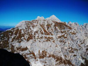 Cime Castrein e oltre la piramide dello Jof Fuart