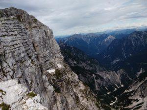 Il Monte Zabus a strapiombo sulla Val Dogna