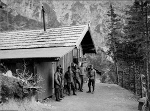 Foto di gruppo di Soldati Austroungarici sotto lo Jof Fuart (Wischberg)