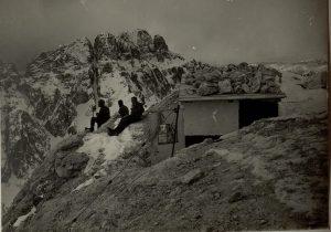 Cima del Grande Nabois (2307), sullo sfondo il Montasio (Montasch)