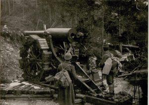 Pezzo di artiglieria italiana nei pressi di Sella Somdogna